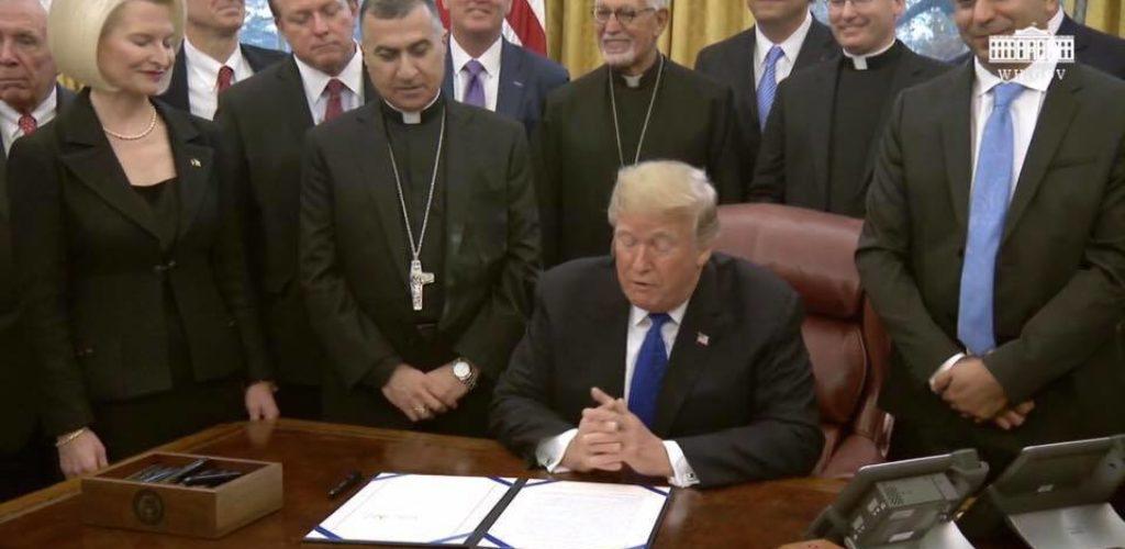 المطران بشار وردة يحضر مراسيم توقيع قرار HR390 في البيت الأبيض